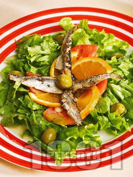 Морска салата с маруля, домати и шпроти - снимка на рецептата